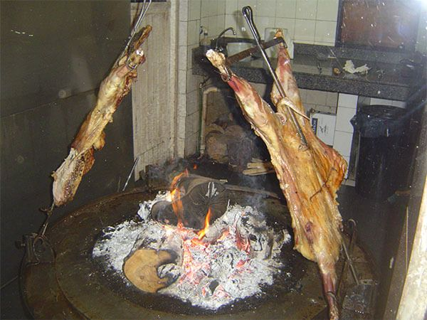 Cordero patagónico asado