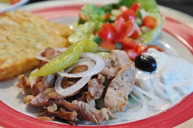 comida griega tipica: gyros