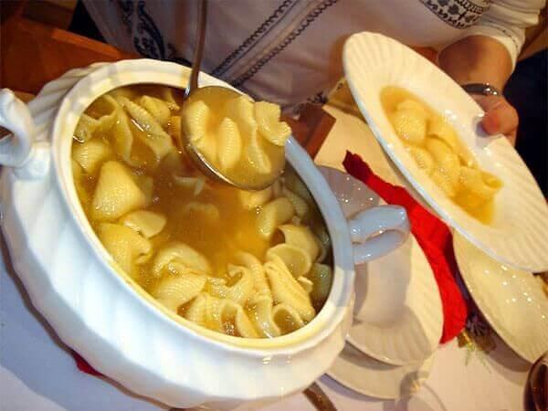 platos tipicos navidad: Sopa de galets